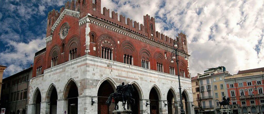 10 cose da vedere a piacenza palazzo gotico