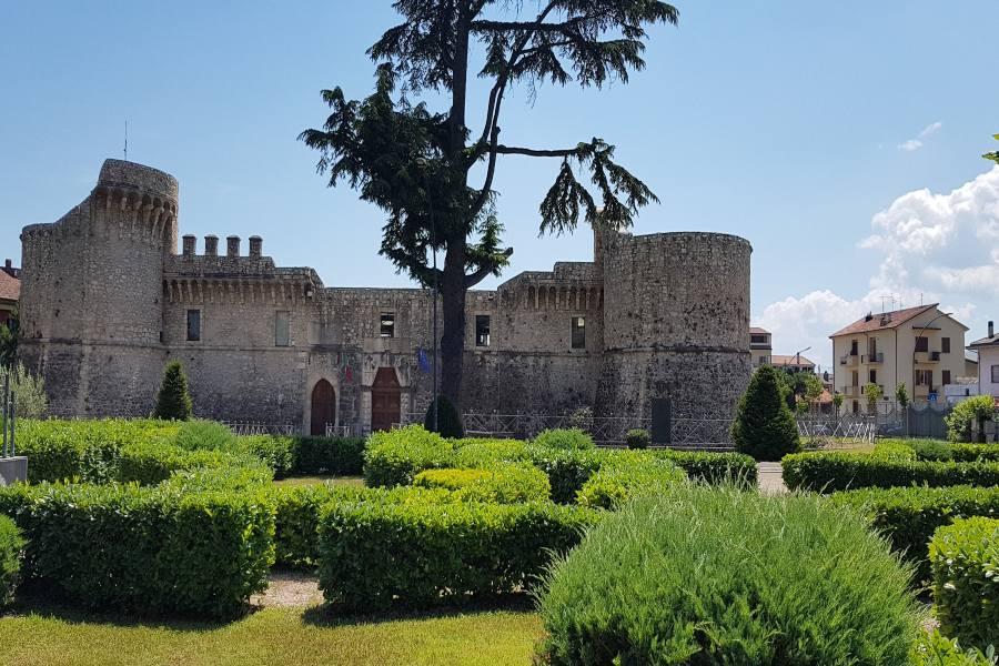 Abruzzo in camper la Piana del Fucino Castello Orsini Colonna Avezzano