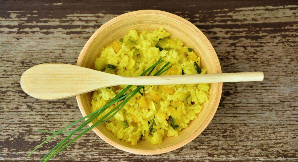 Piatto di riso e asparagi