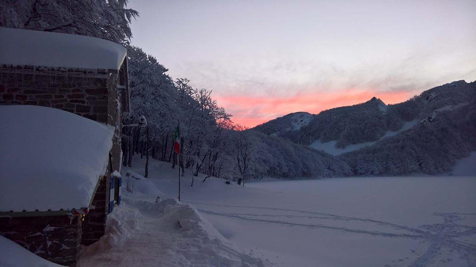 Rifugio Mariotti con la neve