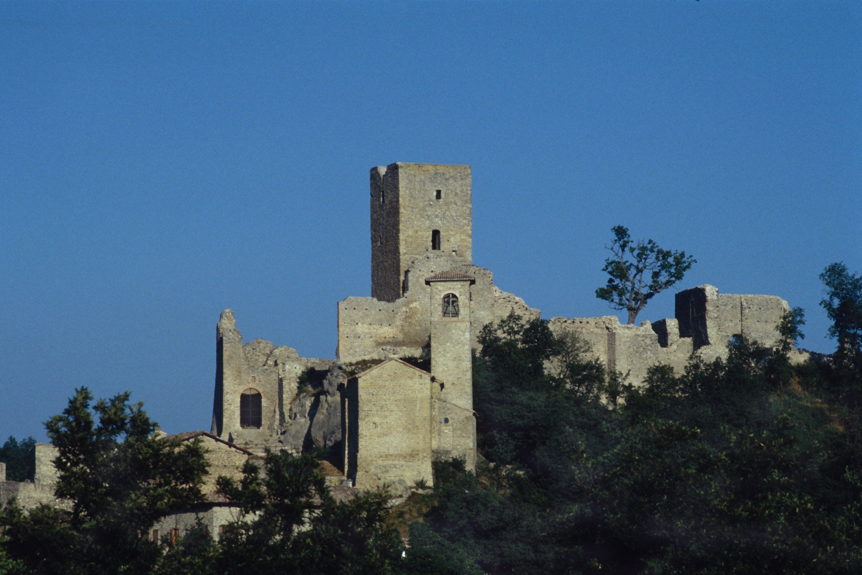 itinerario da reggio emilia a carpineti foto castello