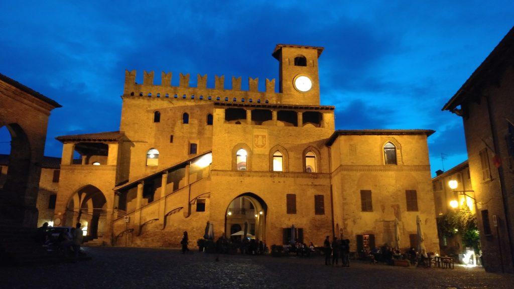 piazza night di Castell'Arquato